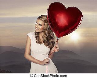 schöne , lächelnde frau, mit, balloon, hintergrund, von, berge