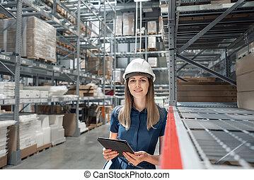 schöne , logisitk, begriff, shoppen, tablette, center., warehouse., arbeiter, junger, niveaus, schauen, prüfung, frau, inventar, güter, m�dchen, kaufmannsladen, möbel