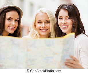 schöne mädchen, mit, landkarte, stadt
