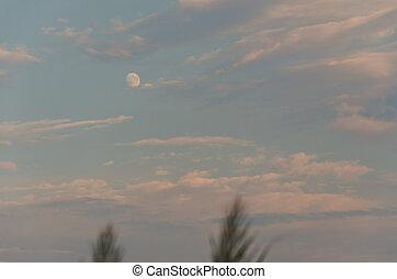 schöne , mond, in, der, abend, himmelsgewölbe, sonnenuntergang