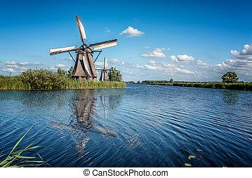 schöne , niederländisch, windmühle, landschaftsbild, an, kinderdijk, in, der, niederlande
