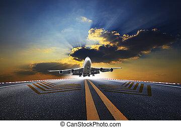 schöne , passagier, groß, aus, fliegendes, gegen, flughafen, eben, startbahn
