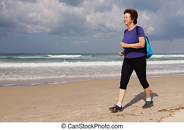 schöne , rennender , frau, sandstrand, älter