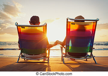 schöne , romantisches, sonnenuntergang, genießen, sandstrand, glücklich