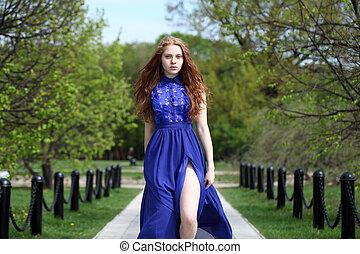 schöne , rotes haar, m�dchen, in, a, blaues kleid