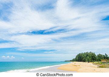 schöne , sandstrand, mit, blauer himmel