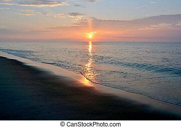 schöne , sandstrand, sonnenaufgang, auf, a, sommer, morgen