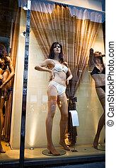 schöne , schaufensterpuppen, in, a, kaufen fenster