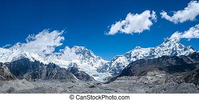 schöne , schneebedeckt, berge