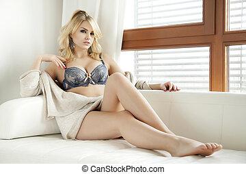 schöne , sexy, pullover, frau, damenunterwäsche