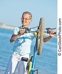 schöne , stehende , fahrrad, sie, junges mädchen