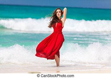 schöne , stehende , frau, junger, kueste, tropische , meer, kleiden, rotes