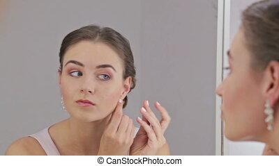 schöne , tragen, frisur, frau, elegant, make-up, ohrringe, sinnlich