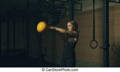 schöne,  training, Hanteln, turnhalle, junger, frau