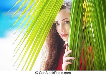 schöne , tropische , junger, urlaub, sichtung, handfläche, m�dchen, blätter, sandstrand
