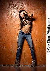 schöne , und, sexy, frau, tragen, damenunterwäsche, und, jeans