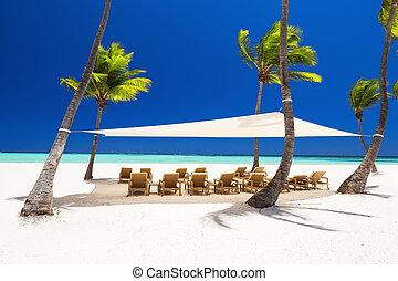 schöne , weißes, sandiger strand, von, a, luxus, cluburlaub,...