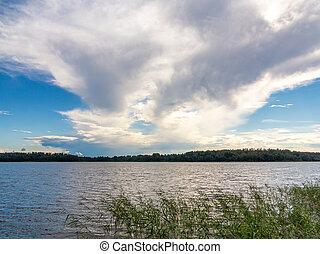 schöne , wolkenhimmel, in, der, blauer himmel, aus, der, see