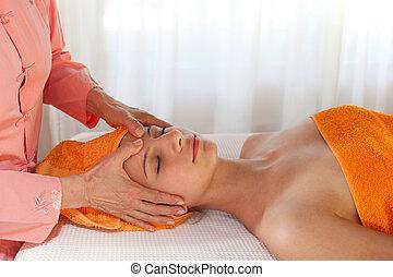 schönheit therapeut, geben, gesichtsmassage