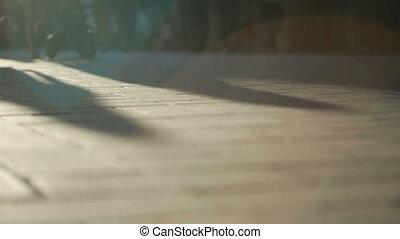 schaduwen, wandelende, city., mensen, lang, silhouette