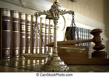 schalen van gerechtigheid, en, judge`s, gavel