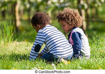 schattig, afrikaanse amerikaan, weinig; niet zo(veel), jongens, spelend, buiten, -, black , mensen