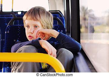 schattig, autisme, jongen, bus, zittende , lege