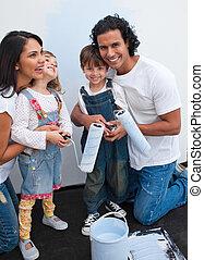 schattig, kinderen, schilderij, een, kamer, met, hun, ouders