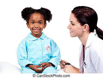 schattig, klein meisje, bij het wonen, medische controle