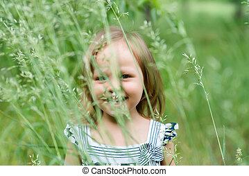 schattig, klein meisje, op, de, weide, in, lente, dag