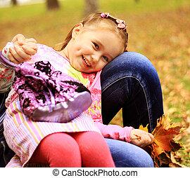 schattig, klein meisje, op, de, weide