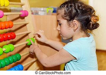 schattig, klein meisje, spelend, met, telraam