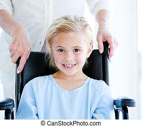 schattig, klein meisje, zittende , op, een, whel