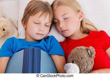 schattig, moe, bovenzijde, na, twee, bed, slapende, day.,...