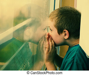 schattig, oud, autisme, jongen, regen, het kijken, jaar, tien