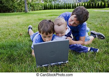 schattig, studeren, computer, broers, drie