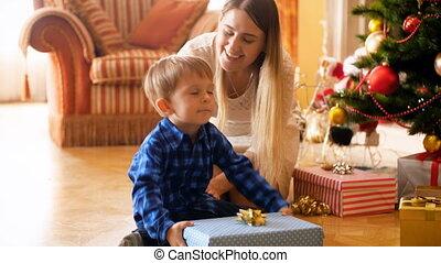 schattig, toddler, cadeau, jongen, beeldmateriaal, 3, morgen...