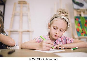 schattig, verlekkeert, creatief, meisje, studio, tafel, blonde, seven-year-old