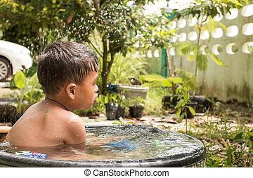 schattig, weinig; niet zo(veel), toneelstuk, badwater, tuin, nemen