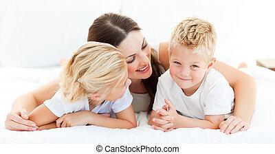 schattig, zuster, zijn, jongen, blonde , moeder