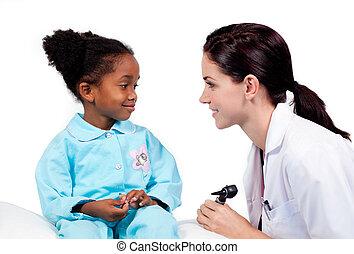 schattige, klein meisje, bij het wonen, medische controle