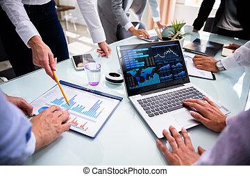 schaubilder, analysieren, businesspeople