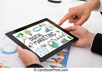schaubilder, digital, businesspeople, tablette, vergleichen