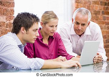 schauen, laptop, drei, buero, businesspeople