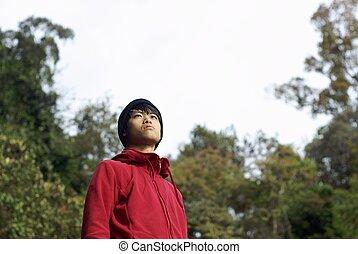 schauen, mann, asiatisch, auf, draußen