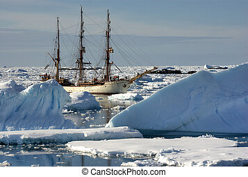 scheeps , ijsbergen, zeilend