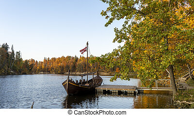 scheeps , kasteel, perse., ruins., stijl, herfst, rivier, koknese, toerist, scheepje, oud, viking
