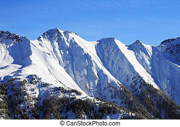 schermi, nevoso, alte montagne, su, uno, giorno chiaro, in, inverno