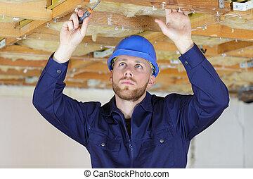 schicht, installieren, dach, thermal, isolierung, mann
