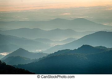 schichten, berg, einfache , rauchig, -, sonnenuntergang,...